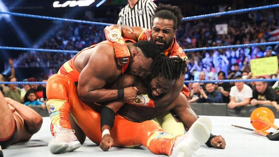 THE NEW DAY (c) vs THE BAR