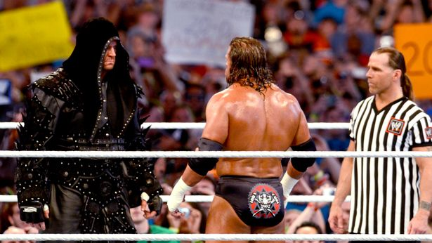 THE UNDERTAKER (WITH KANE) vs TRIPLE H (WITH SHAWN MICHAELS)