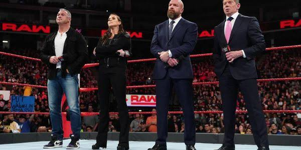 SmackDown takes over RAW as People's favourite, what's the reason?