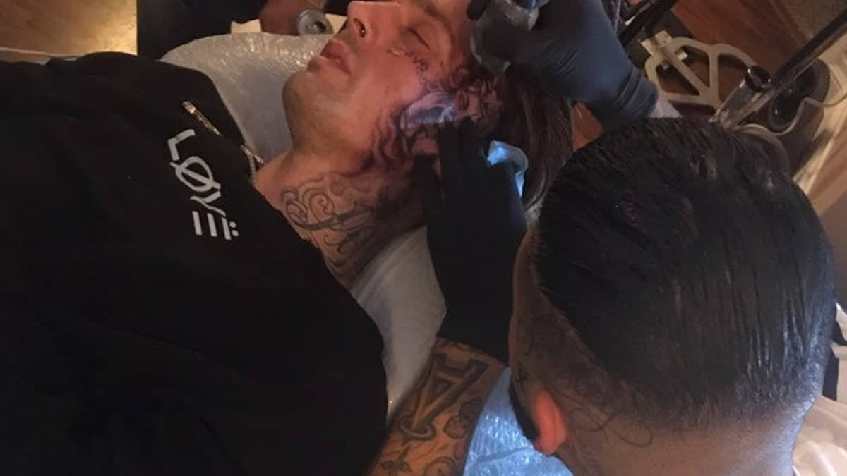 Face tattoo artist of Aaron Carter tried to talk to him