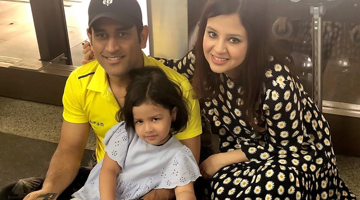 MSDhoni with Wife Sakshi and Daughter Ziva