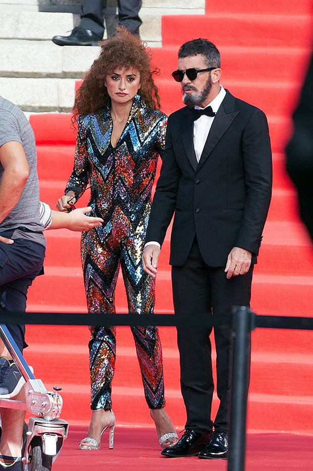 Sparkly Jumpsuit: see your change over the years Penelope Cruz, 46.