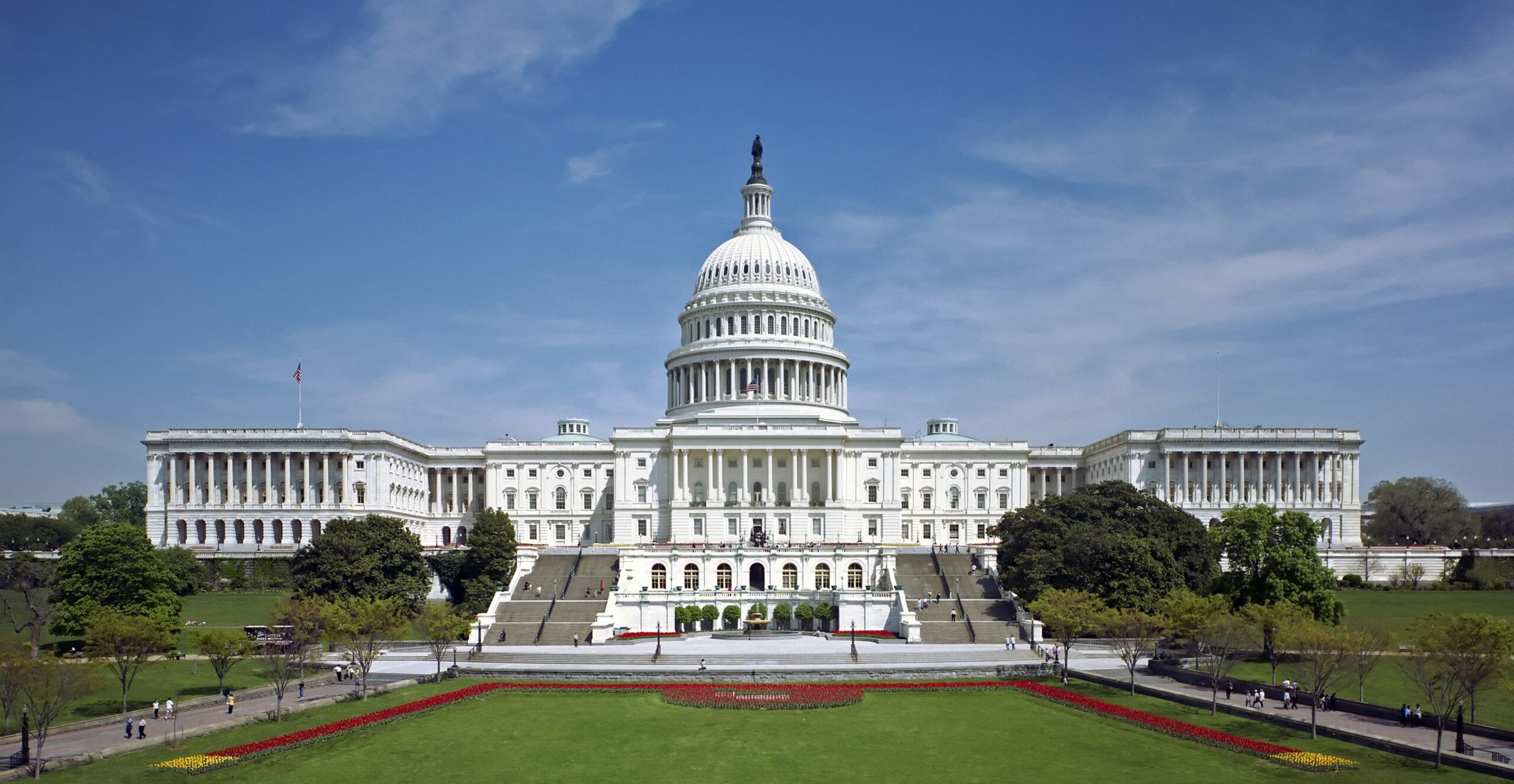 Congress approves a COVID relief bill of $900B sent to Trump
