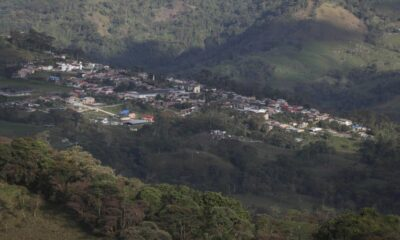 To remain virus-free, a Colombian town employs discipline and speakers.