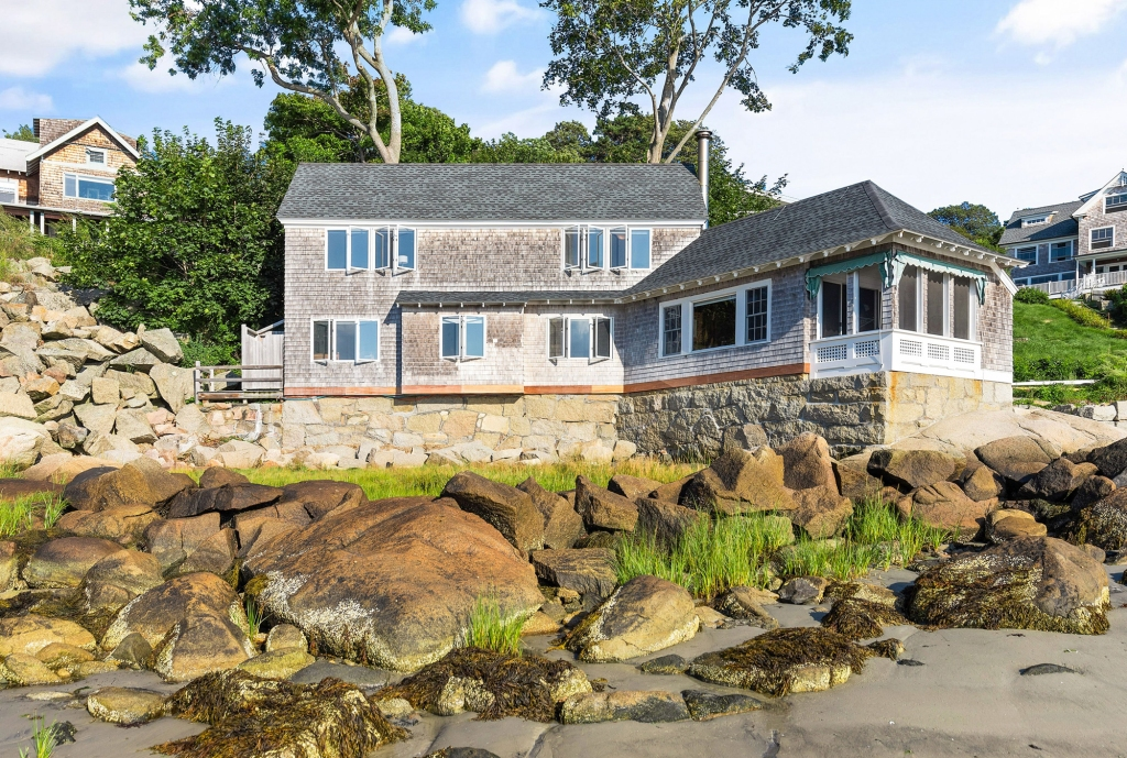 Home Showcase: Gloucester prize on the beach