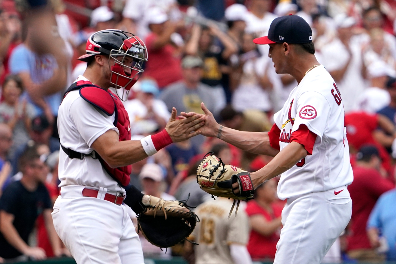 Tatis botches popup, Cards beat Padres 8-7, win 8th straight