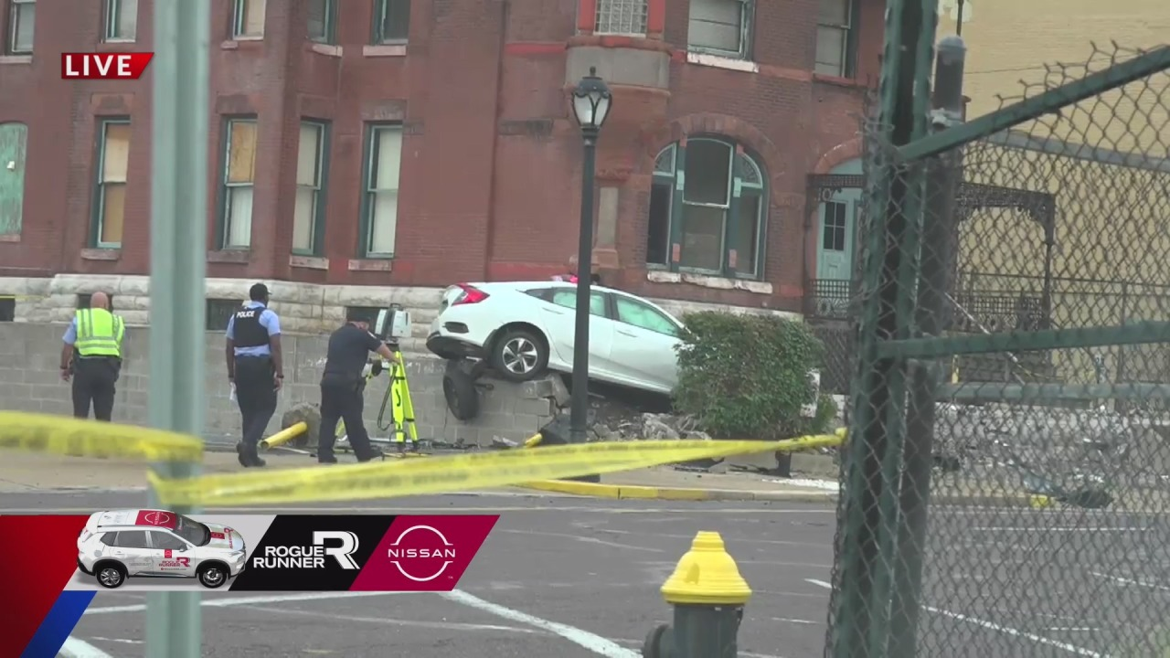 Woman dies after crashing car into building in Grand Center neighborhood