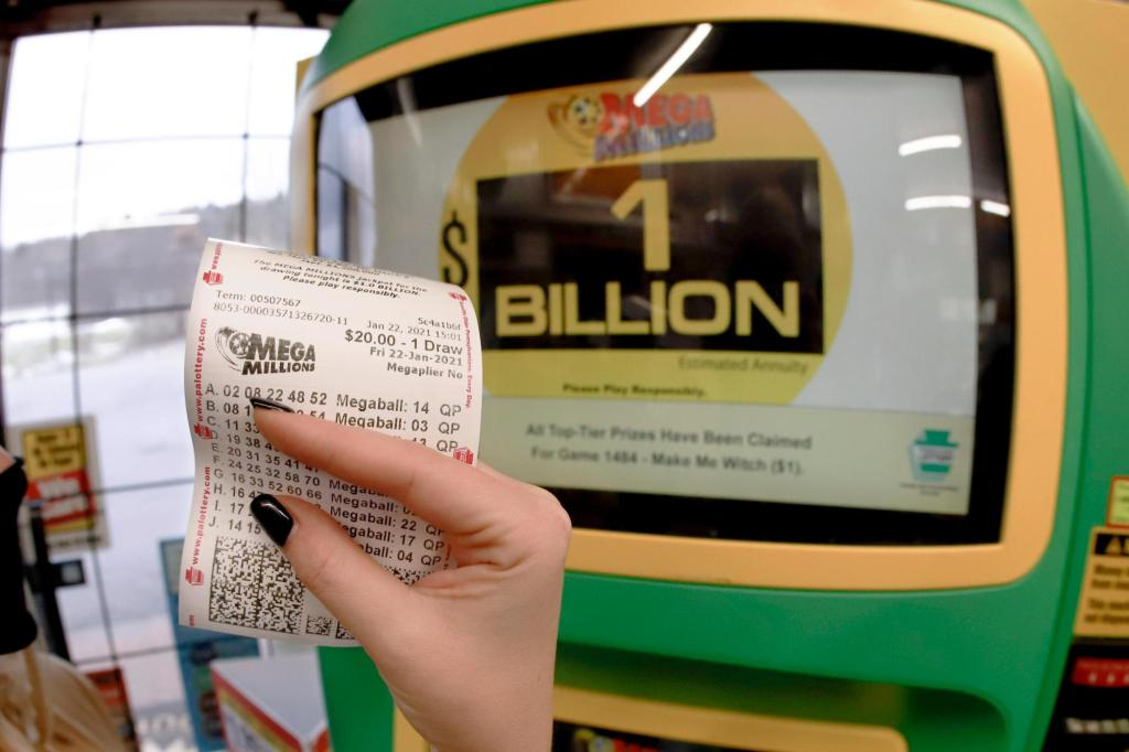 Lottery jackpots eclipse $900M for Powerball, Mega Millions