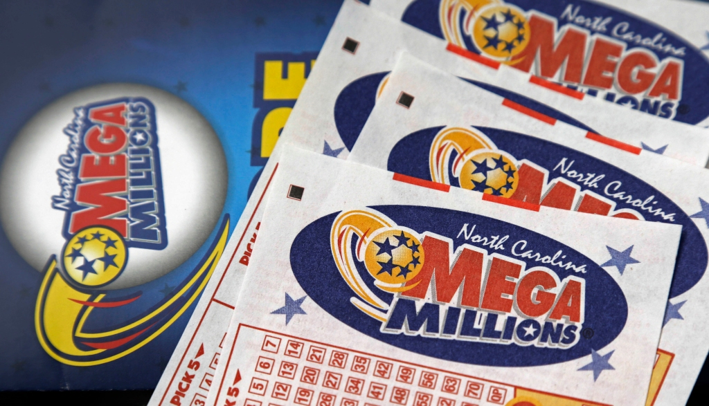 Feeling lucky? Combined jackpots for Powerball and Mega Millions are over $900 million