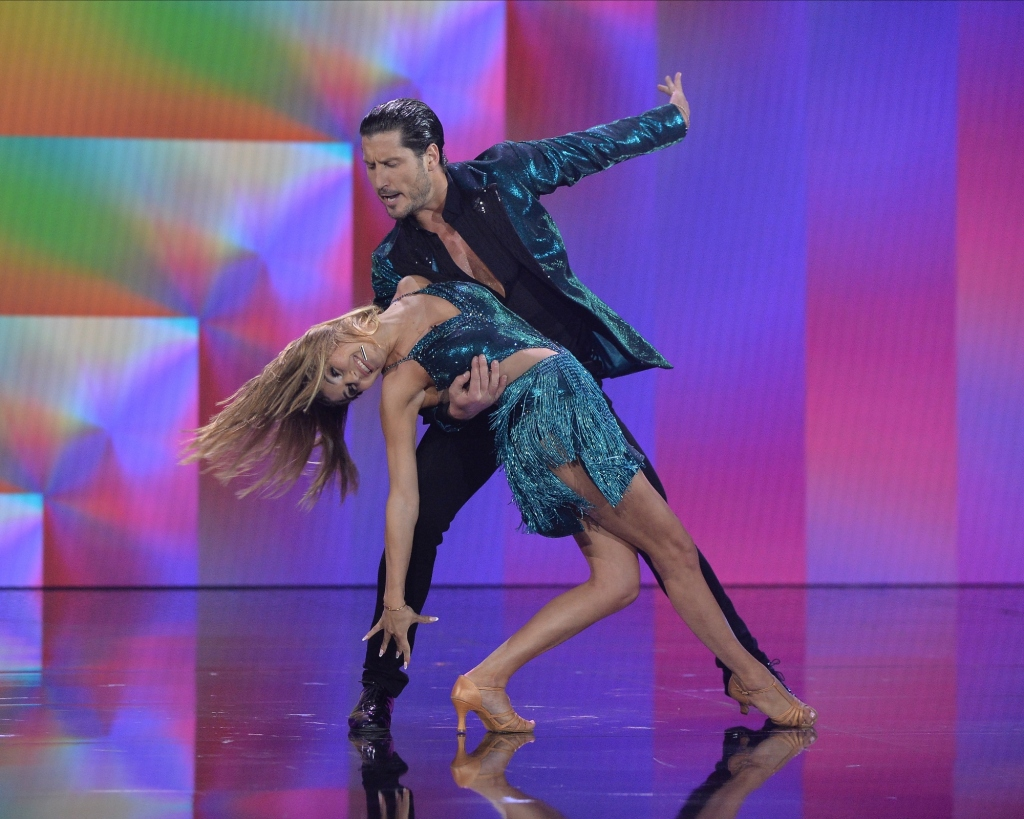 Olivia Jade Giannulli annoys, amuses 'Dancing With the Stars' fans