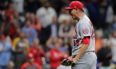 Cards win 10th in row, beat Brewers to extend wild-card lead