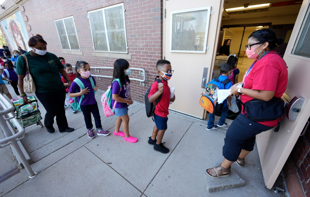 Colorado schools without mask mandates have higher COVID transmission, state data shows