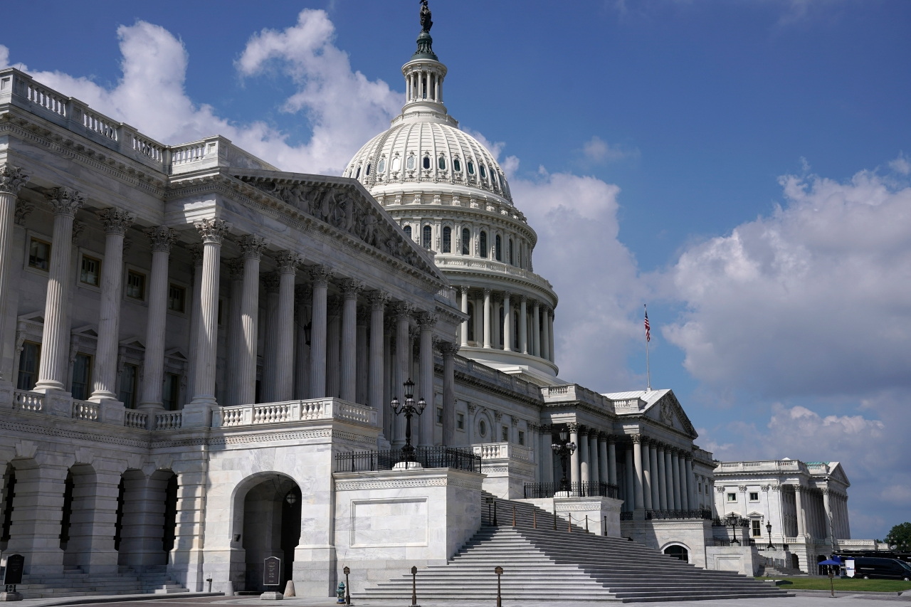 Government shutdown looms amid federal budget feud