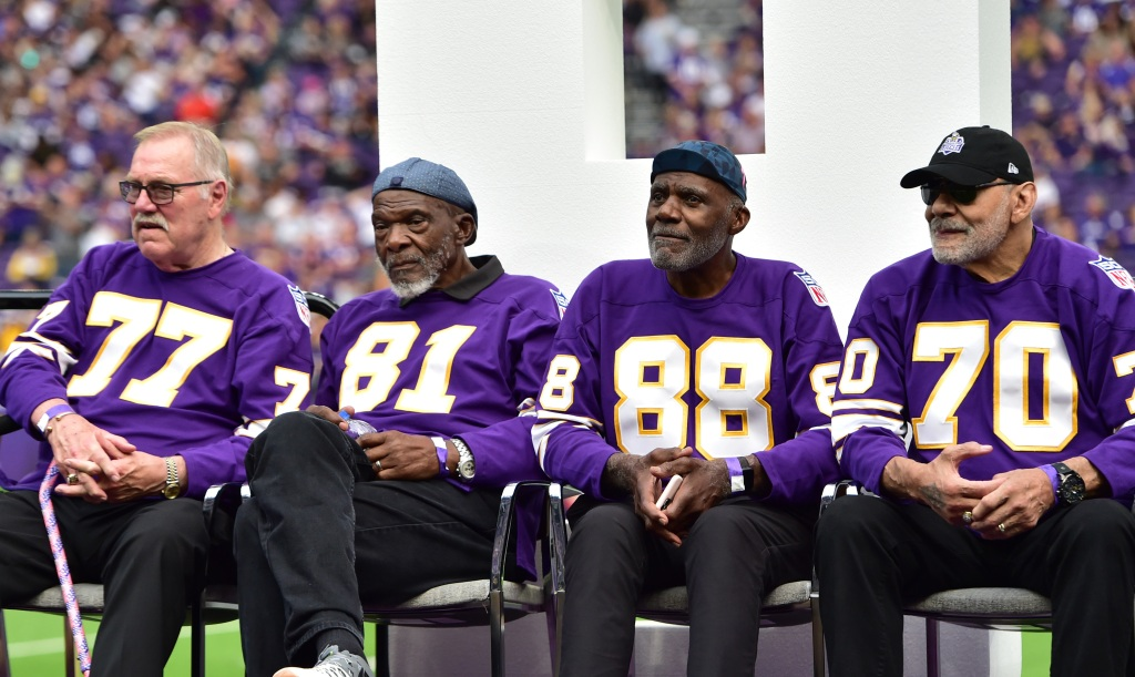 Ex-stars John Randle, Kevin Williams call for Vikings to put up statue of Purple People Eaters