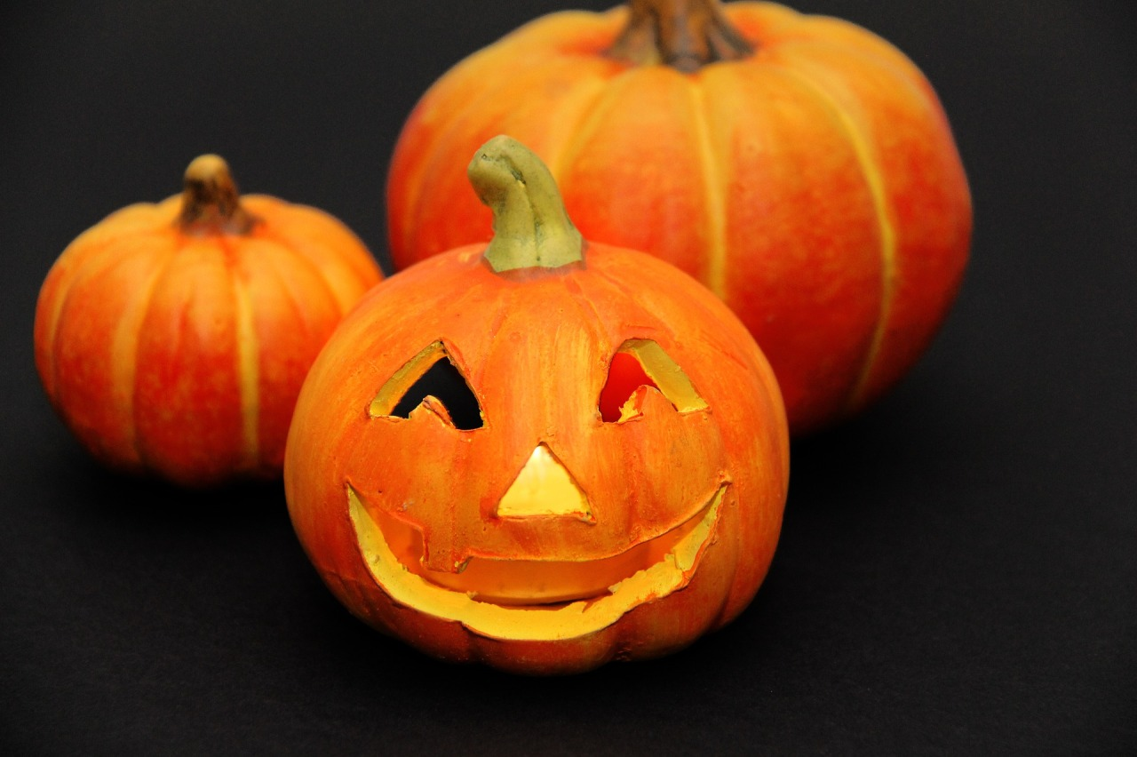 98.3 TRY Social Dilemma: Is It Too Early To Put Up Halloween Decorations?