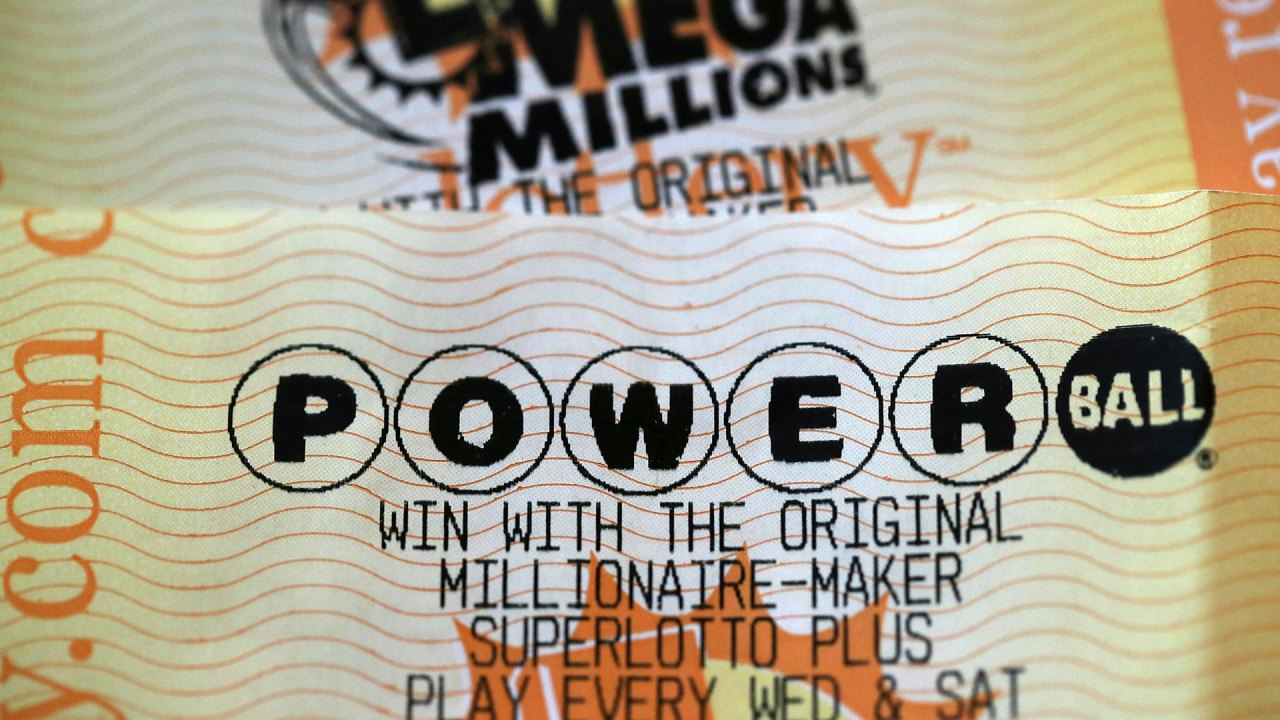 What are the odds of winning Monday's $545 million Powerball drawing?