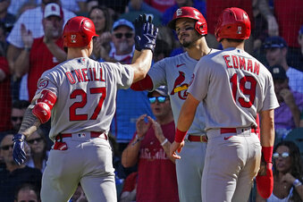 Cards sweep DH from Cubs, tie franchise record with 14th consecutive win