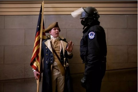 Missouri locksmith dressed as George Washington charged for role in