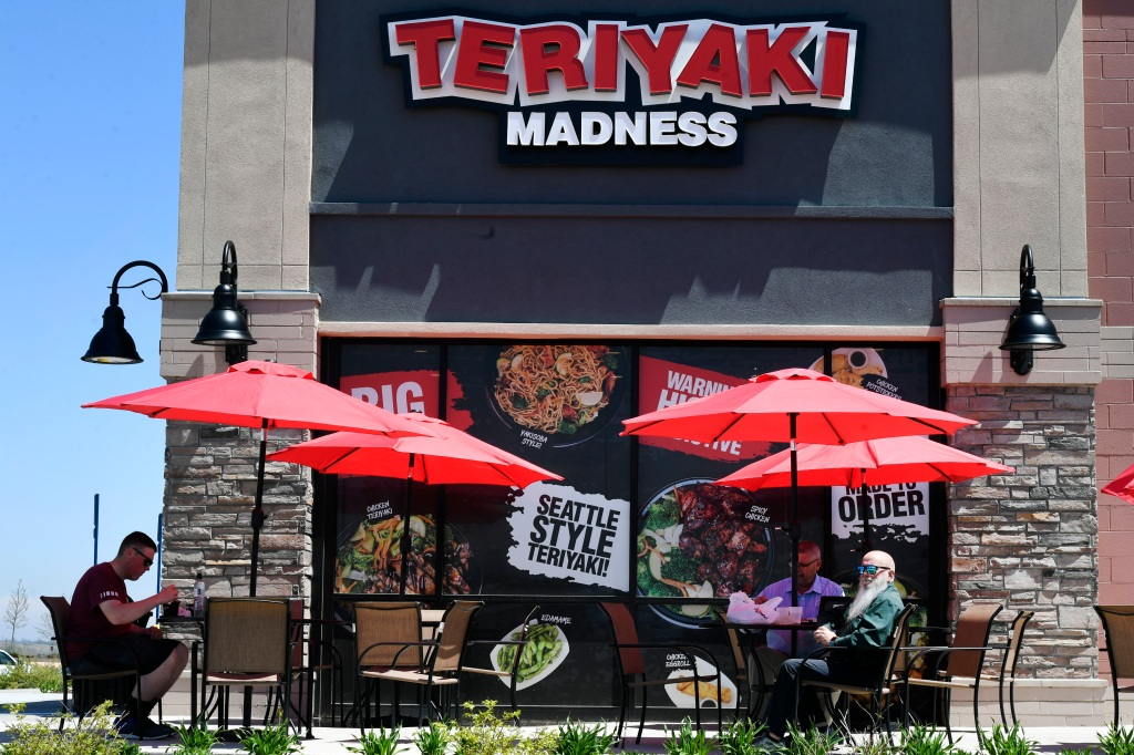 Restaurant chain cites homelessness for downtown closure