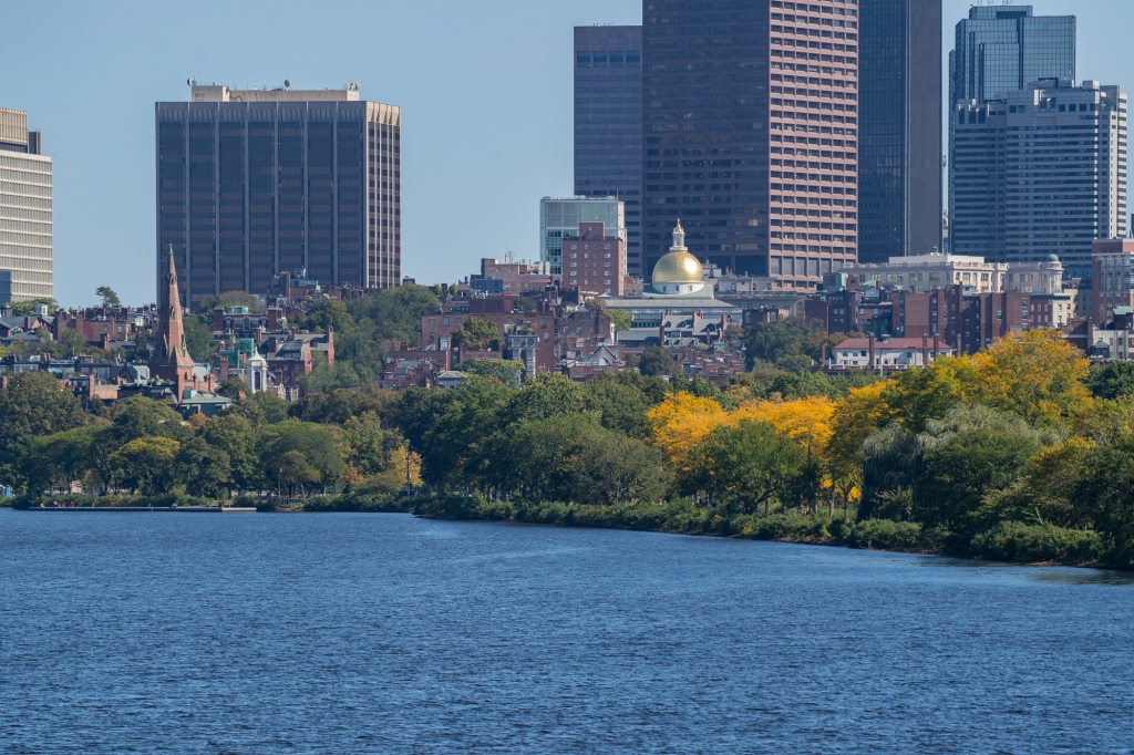 When to expect prime fall foliage in Massachusetts