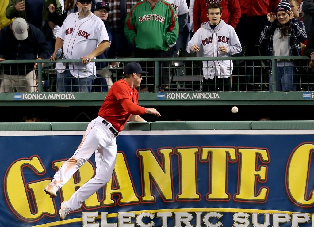 Mastrodonato: Red Sox beat the Rays fair and square, but not without the bounce of a lifetime
