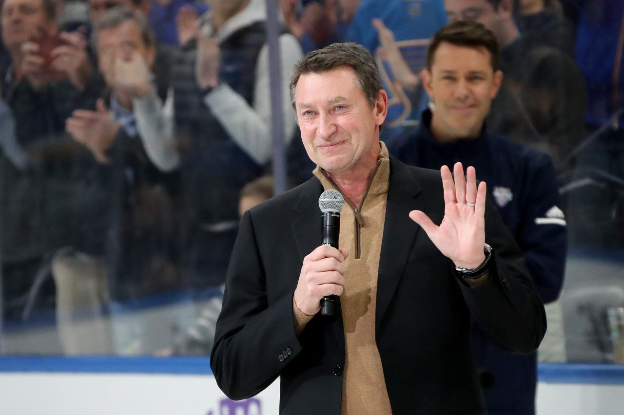 NHL great Wayne Gretzky moves back to St. Louis to be closer to family