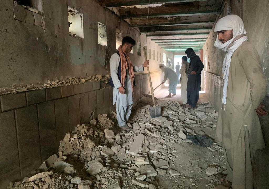 Suicide attack on Shiite mosque in Afghanistan kills 37